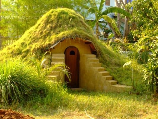 "These ""Earthbag"" Domes Make a Perfect Dwelling for Hobbits"