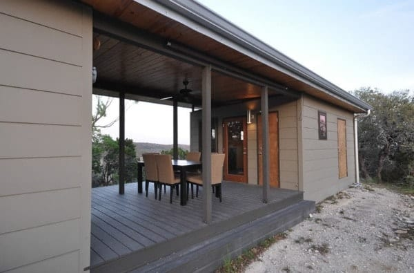 504-sq-ft-kanga-modern-cabin-with-breezeway-porch-00012-600x395