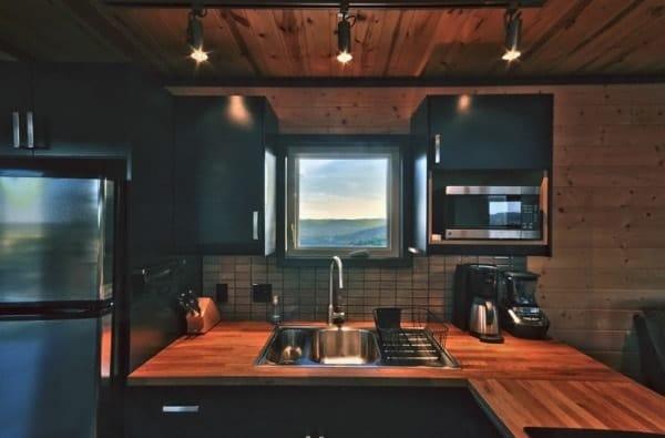 504-sq-ft-kanga-modern-cabin-with-breezeway-porch-00021-600x395