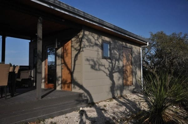 504-sq-ft-kanga-modern-cabin-with-breezeway-porch-00030-600x397