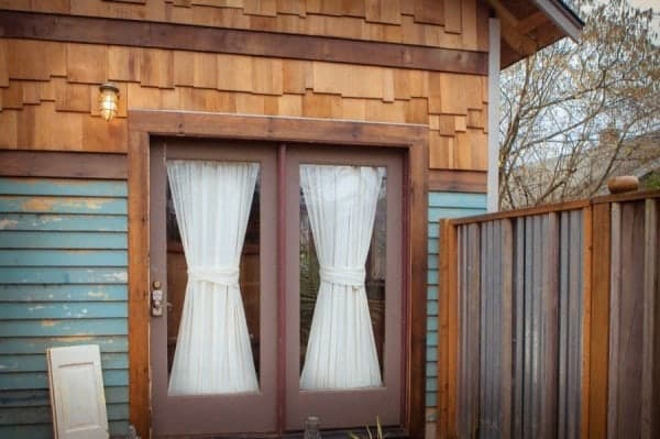 rustic-modern-tiny-house-pdx-0012-600x399