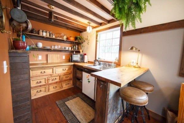 rustic-modern-tiny-house-pdx-004-600x400