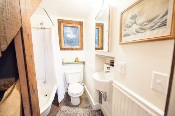 rustic-modern-tiny-house-pdx-006-600x400