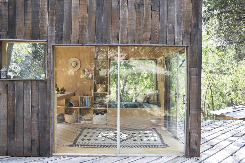 Rustic simplicity defines the topanga cabin for Rustic simplicity