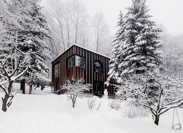 timber-cabin-built-two-days-11-snow-thumb-630xauto-32902