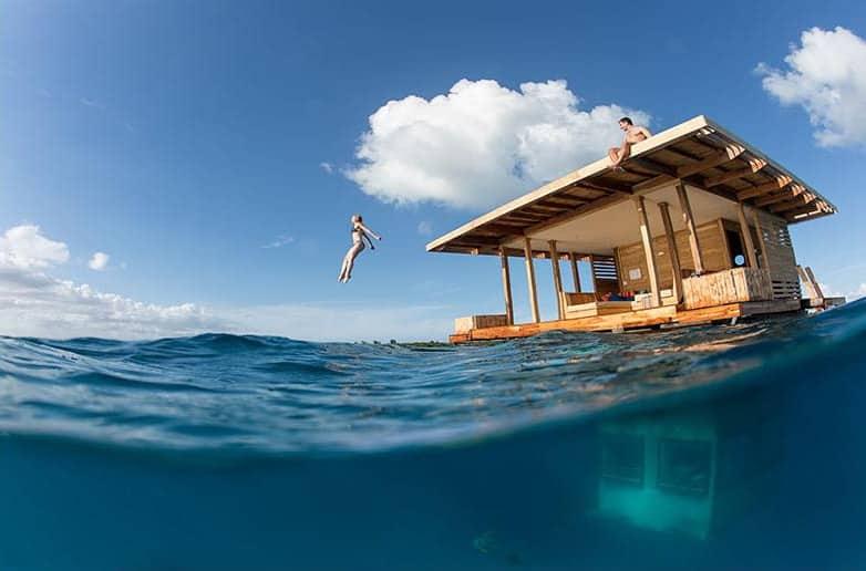 Manta-Resort-Underwater-Room-Photo