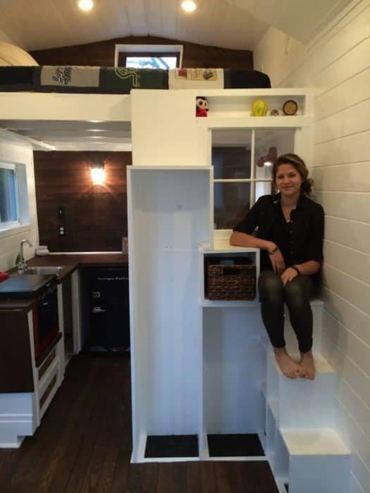 Sicily-Kolbeck-a-teenager-in-her-mortgage-free-tiny-home1-700x933