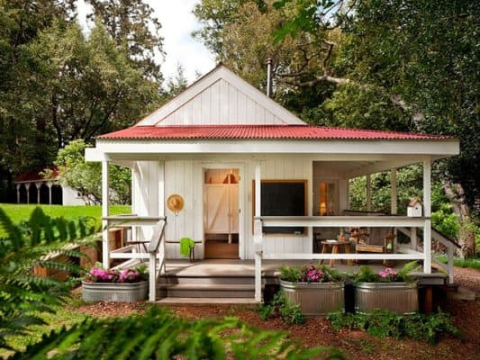 Adorable 260 Square Foot Home Overflowing With Country Charm