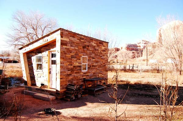 "You Can Build A ""Foundhouse"" Using Old Pallets, Free Plans, And A Pocketful of Nails"