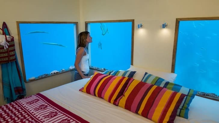 manta-resort-underwater-room