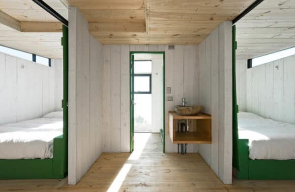 2-Hermanos-Cabin-Small-Cabin-WMR-Arquitectos-Chile-Bedrooms