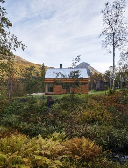 54dabbc0e58ecec72f0000a5_cabin-laksvatn-hamran-johansen-arkitekter_don5s02-530x696