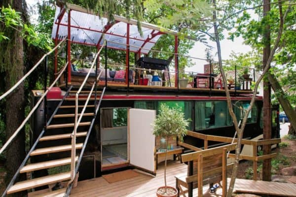 A Vintage 1976 Bus-Turned-Cabin With Rooftop Deck You Can Rent