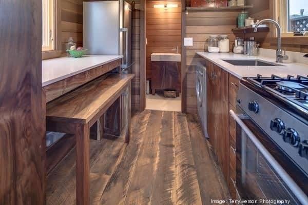 couples-backyard-tiny-house-on-wheels-04-600x400