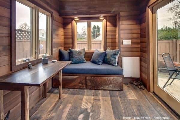 couples-backyard-tiny-house-on-wheels-07-600x400