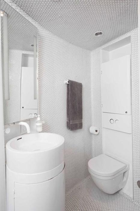 grain-silo-white-tile-bathroom