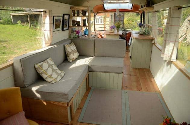 shabby-chic-garden-bus-house__
