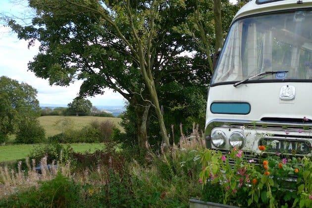 shabby-chic-garden-bus-house____
