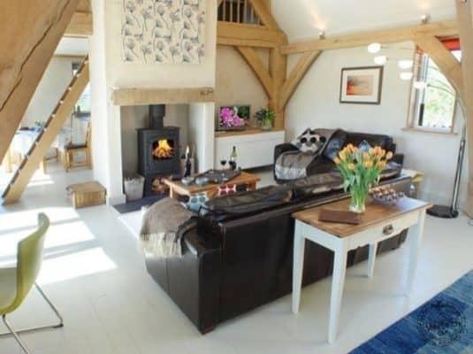 646-sq-ft-carpenter-oak-cottage-004-600x449