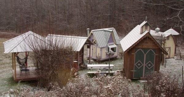 karenville-micro-house-village-0010-600x318