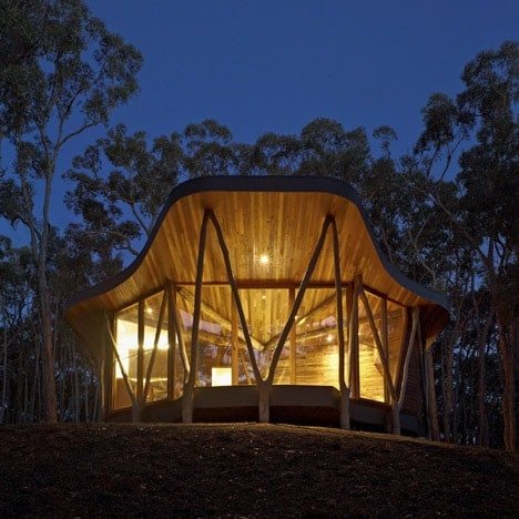 dezeen_Trunk-House-by-Paul-Morgan-Architects_1