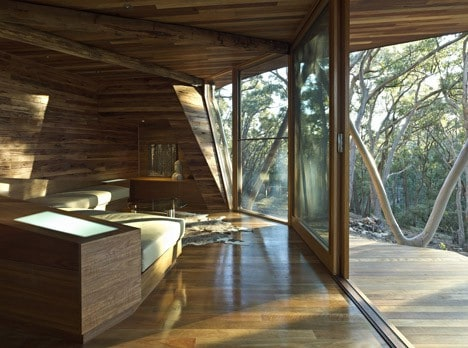 dezeen_Trunk-House-by-Paul-Morgan-Architects_6