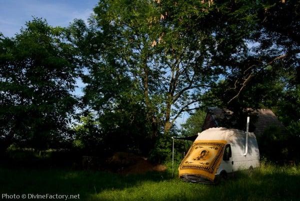 dipa-vasudeva-das-work-van-to-tiny-cabin-conversion-diy-motorhome-0021-600x401