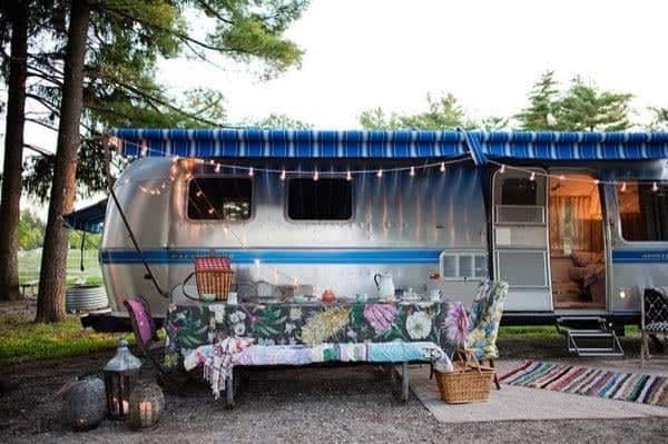 renovated-airstream-with-anthropologie-and-sarah-schneider-0016-600x399