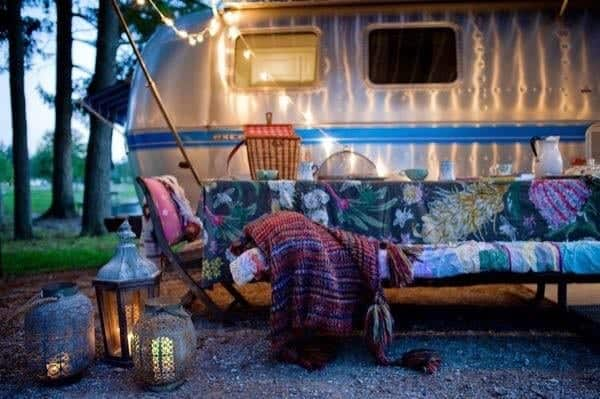 renovated-airstream-with-anthropologie-and-sarah-schneider-002-600x399
