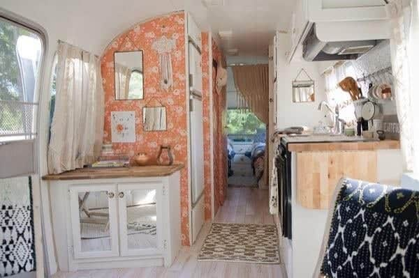 renovated-airstream-with-anthropologie-and-sarah-schneider-003-600x399