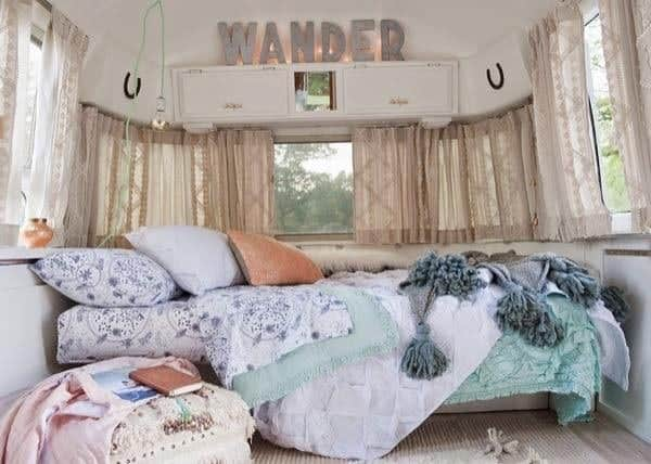 renovated-airstream-with-anthropologie-and-sarah-schneider-004-600x428