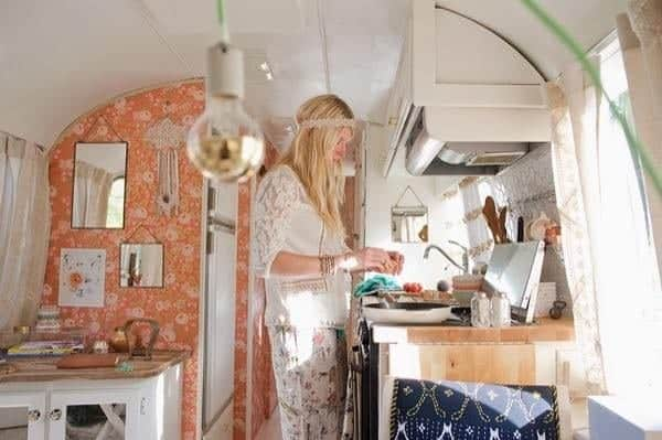 renovated-airstream-with-anthropologie-and-sarah-schneider-007-600x399