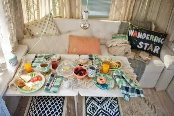 renovated-airstream-with-anthropologie-and-sarah-schneider-008-600x399