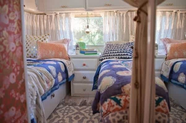 renovated-airstream-with-anthropologie-and-sarah-schneider-009-600x399