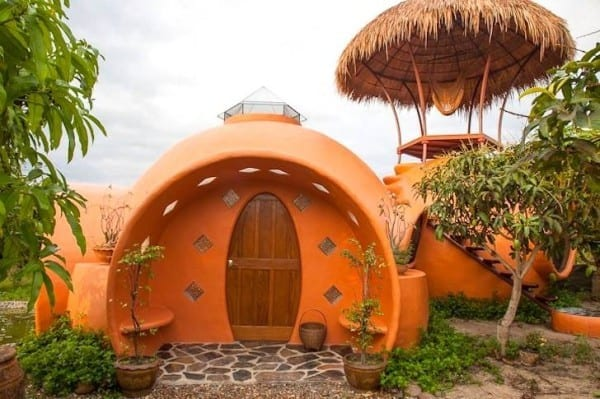 steve-areen-tiny-dome-home-in-thailand-001-600x399