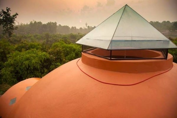 steve-areen-tiny-dome-home-in-thailand-008-600x399