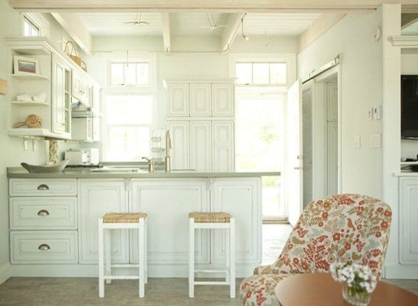 Charming-Tiny-Bungalow-Creative-Cottages-004-600x439