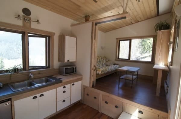 No-Loft-V-House-Nelson-Tiny-House-003-600x395