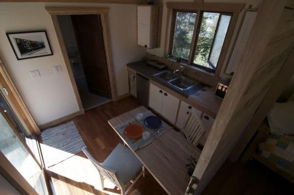 No-Loft-V-House-Nelson-Tiny-House-004-600x398