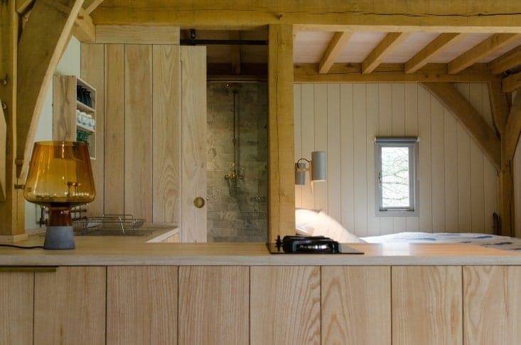 Out-of-the-Valley-rental-cabin-Devon-England-Gardenista-8