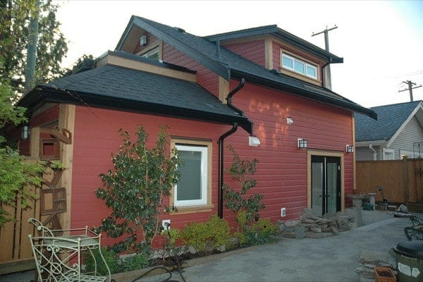 Scott-and-Tania-485-Sq-Ft-Cottage-003-600x400