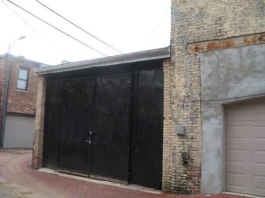 Storage-Garage-Converted-Into-Modern-Loft-Studio-Home-001-600x449