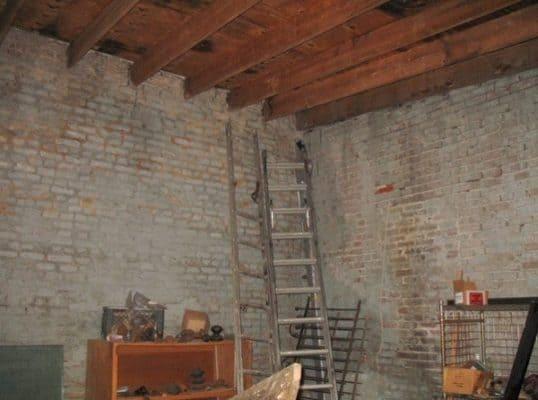 Storage-Garage-Converted-Into-Modern-Loft-Studio-Home-002-600x446