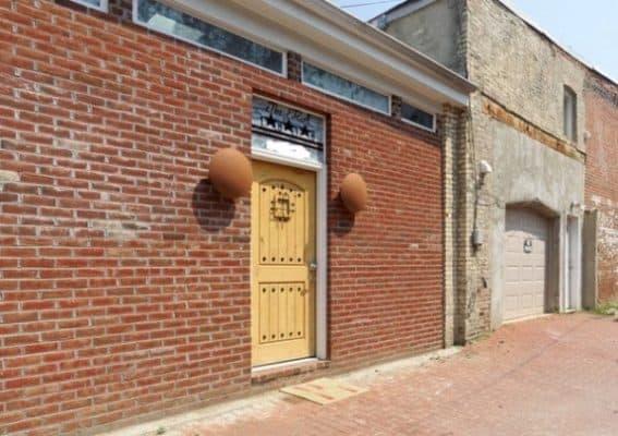 Storage-Garage-Converted-Into-Modern-Loft-Studio-Home-0023-600x423