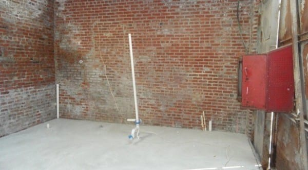 Storage-Garage-Converted-Into-Modern-Loft-Studio-Home-004-600x333