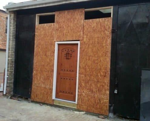Storage-Garage-Converted-Into-Modern-Loft-Studio-Home-006-600x485