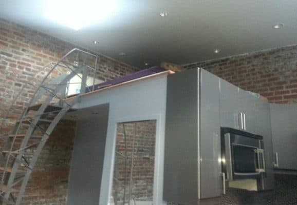 Storage-Garage-Converted-Into-Modern-Loft-Studio-Home-009-600x415