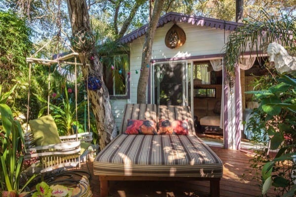 Tropical-Tiny-House-in-California-002-600x399