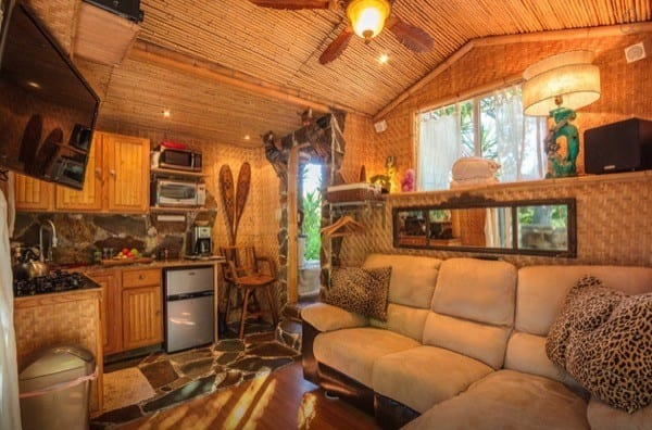 Tropical-Tiny-House-in-California-005-600x396