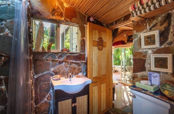 Tropical-Tiny-House-in-California-007-600x394